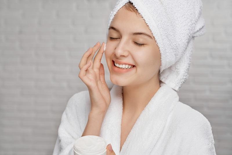 Các bước skincare chăm sóc cho da dầu mụn đúng chuẩn tại nhà